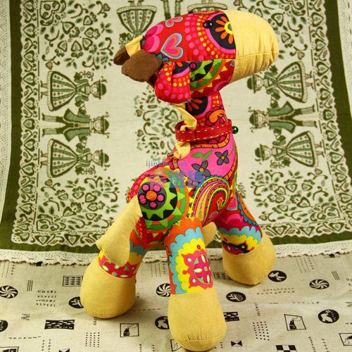本款长颈鹿布艺玩偶,可爱的造型设计,一身小花衣让小鹿越显活泼可爱.