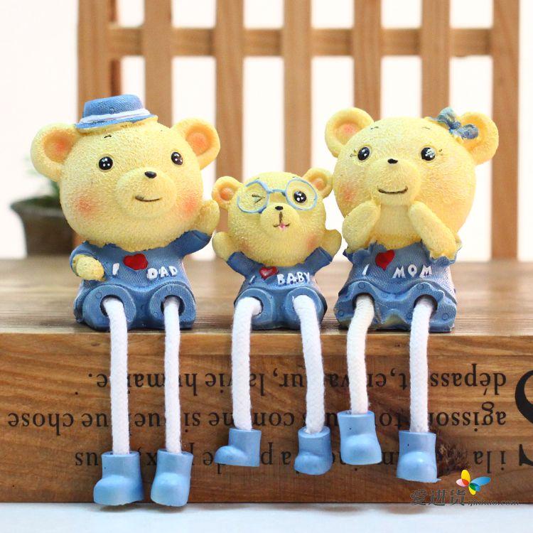 新款田园工艺树脂吊脚小熊娃娃一家三口组合婚房装饰摆件 2色混