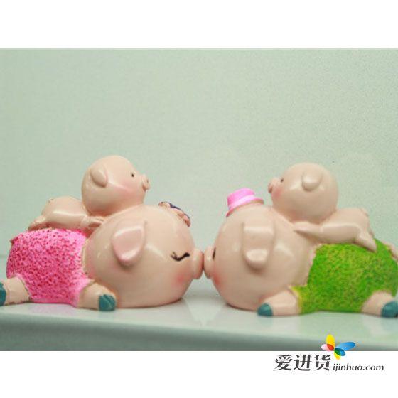 亲嘴猪 树脂摆件 动物小摆件 爱心成对 家居小装饰 整箱购